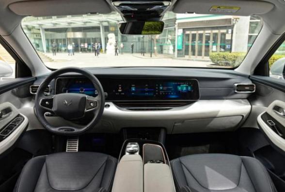 于立国:北汽极狐阿尔法S提供领先配置,提升用户出行体验