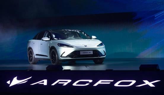 于立国:看上海车展上的明星车辆 北汽极狐阿尔法S亮点分析